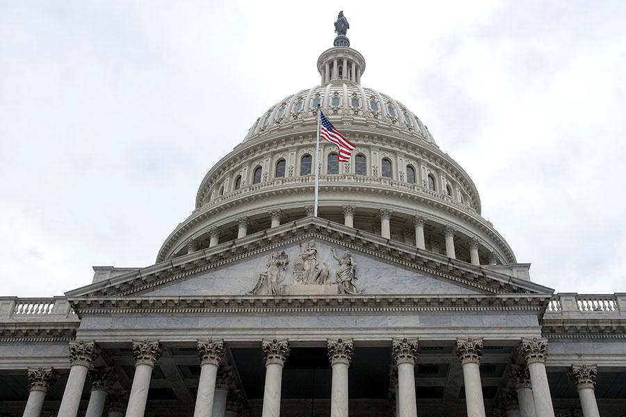 美國眾議院當地時間1月9日通過決議案,支持伊朗的反政府示威活動,並譴責伊朗政權鎮壓抗議者。(NICHOLAS KAMM/AFP/Getty Images)