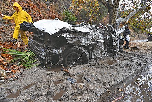 山火肆虐後,一場強大的冬季暴風雨侵襲了南加州,並引發泥石流,目前造成17人死亡。(AFP)