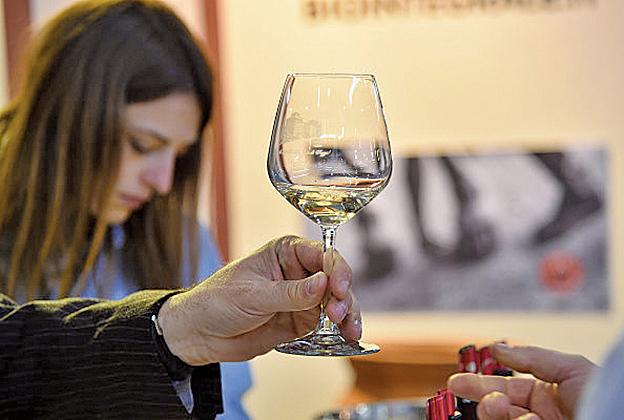 酒精及代謝物乙醛會導致幹細胞DNA的排列順序永久改變,增加患癌風險。(Getty Images)