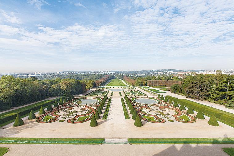 蘇鎮城堡的法式花園。(大紀元資料圖片)