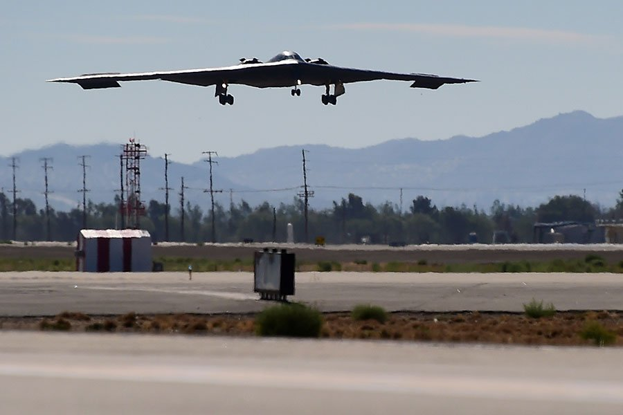 在兩韓會談9日結束後隔天,美國空軍宣佈,已在關島部署三架擁有核能力的B-2隱形轟炸機及200名空軍人員,支援在亞太地區的「轟炸機保證及威懾」(Bomber Assurance and Deterrence)任務。(FREDERIC J. BROWN/AFP/Getty Images)