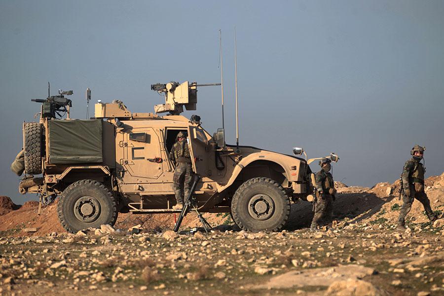 一名美國高級軍官在社交媒體,對四處逃竄的極端組織伊斯蘭國(ISIS)武裝份子發出通牒,給他們兩個選擇:投降或被打死!(AHMAD AL-RUBAYE/AFP/Getty Images)
