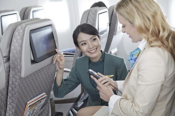 隨著旅遊與商務活動的日趨頻繁,飛航已成許多人交通往返不可或缺的工具。而一些飛航的小常識,卻可能對自身的安全至關重要,千萬不要輕忽。(長榮航空提供)