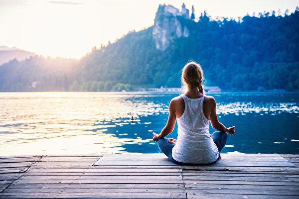 經常自我探索或自省,煩心事很容易就化解了。(fotolia)