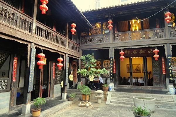 中國雲南昆明一座仿古客棧。(維基百科公共領域)
