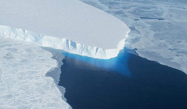 南極冰川在融化。(美國太空總署)
