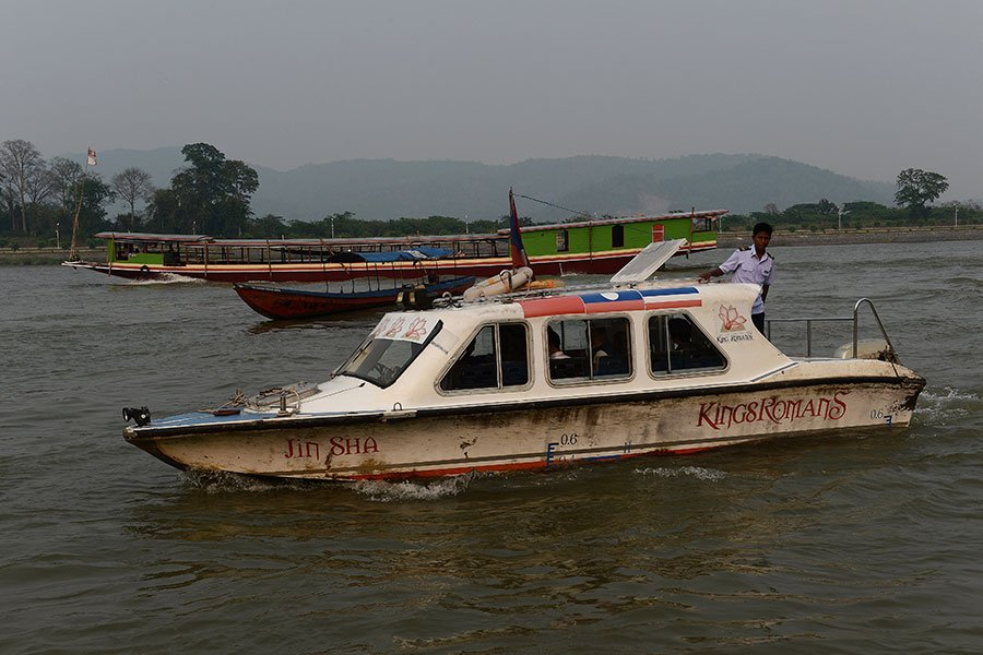 南韓人權活動人士表示,12名北韓脫北者搭乘的小船在湄公河沉沒,導致2人死亡。圖為2015年4月8日,湄公河上的船隻。(CHRISTOPHE ARCHAMBAULT / AFP)