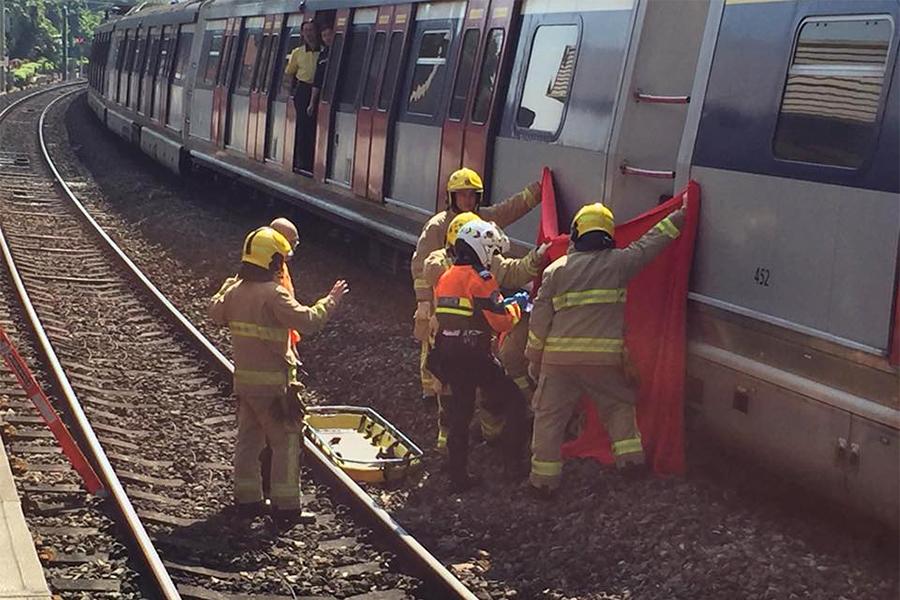 港鐵東鐵綫九龍塘站在今日中午12時半許,發生有人墮軌事件。(香港突發事故報料區/James Tommy Kay Shin)