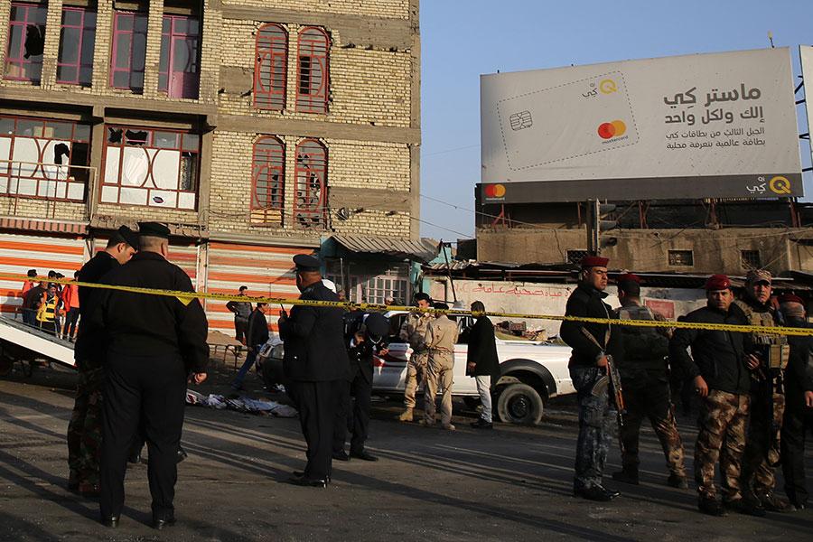 伊拉克首都巴格達市中心,今天(15日)早上發生兩宗炸彈襲擊事件,目前至少有38人喪生、105人受傷。(AFP PHOTO/SABAH ARAR)