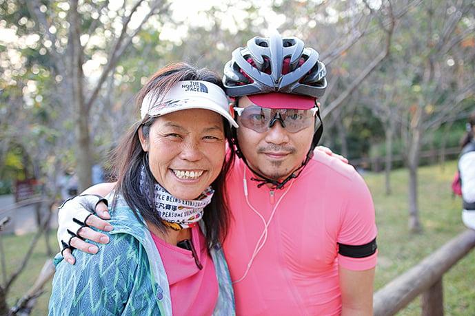 蓮姐與熱愛騎行的陸先生。