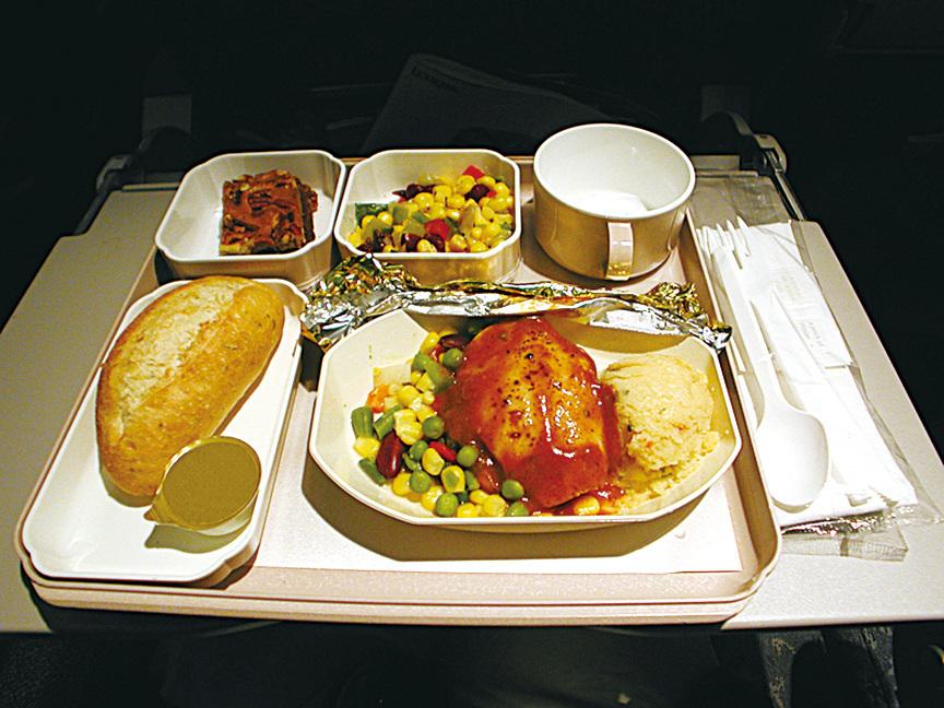 飛機餐不好吃是有原因的。(Fotolia)
