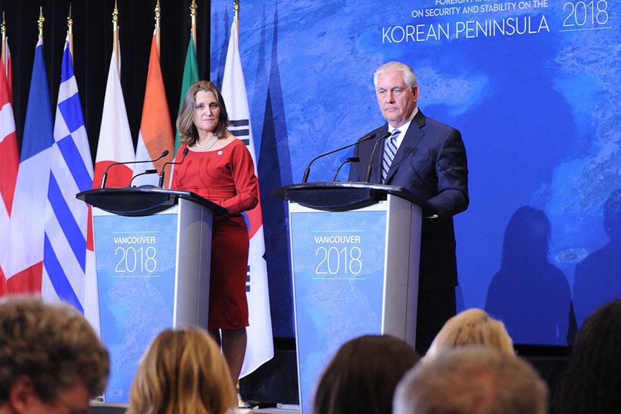 溫哥華朝核峰會聯合主持人,加拿大外長方慧蘭(Chrystia Freeland,左)和美國國務卿蒂勒森(Rex Tillerson,右)(邱晨/大紀元)
