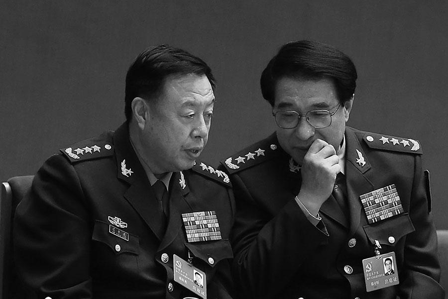 1月25日,中共國防部首度否認范長龍(左)被查的消息,但該消息遭到大陸網站的封殺。(WANG ZHAO/AFP/Getty Images)