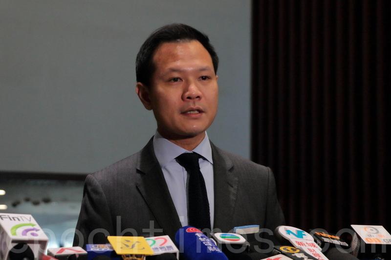郭榮鏗將致函選管會主席馮驊,與民主派會面討論關於被DQ議員參選資格的問題。(蔡雯文/大紀元)