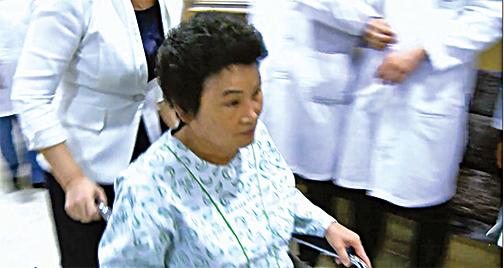 趙女士來院時因行動不便需要坐輪椅。