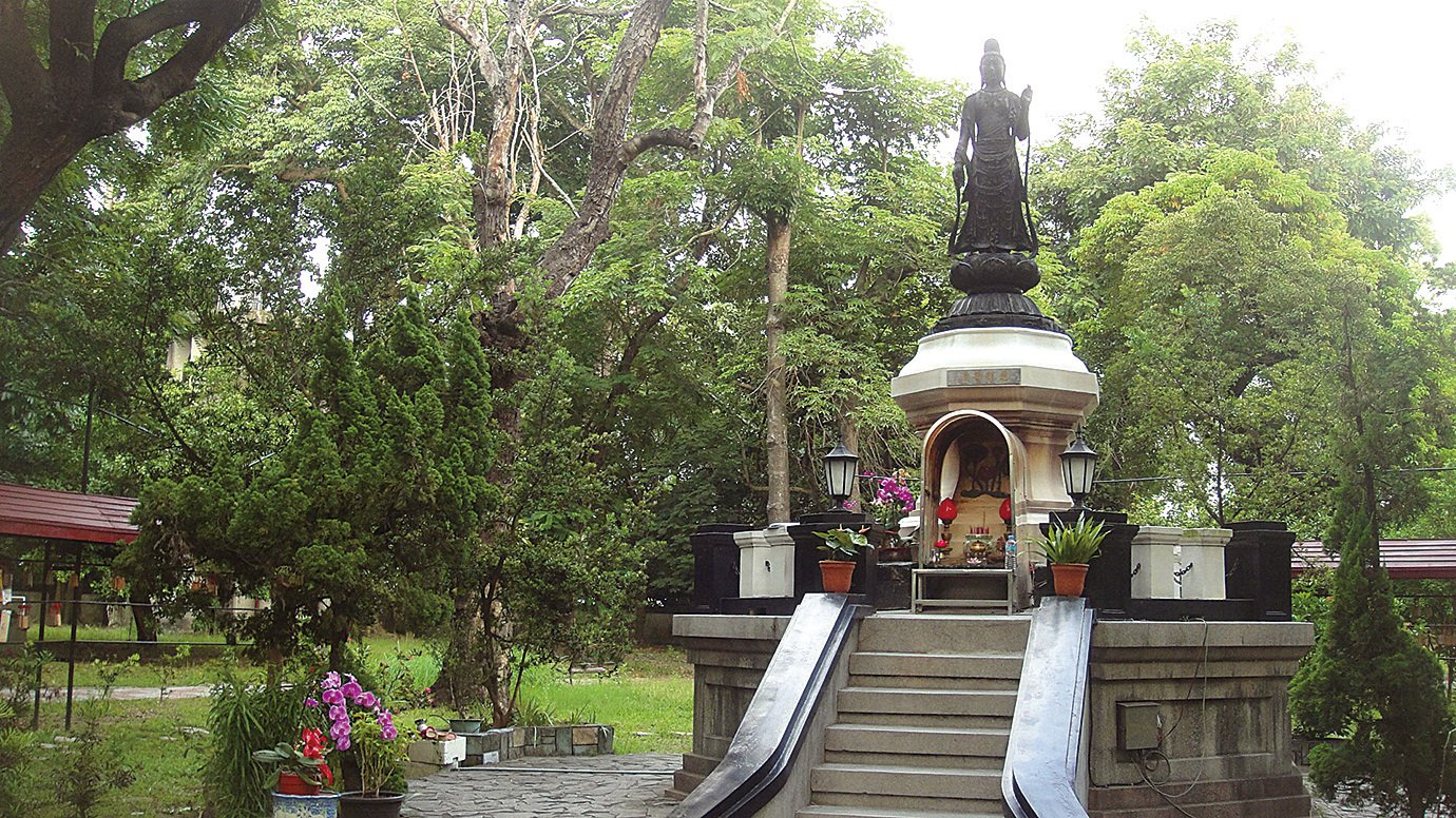 聖觀音佛像是仿日本奈良藥師寺東院堂聖觀音佛像同一風格的作品。(楊秋蓮/大紀元)