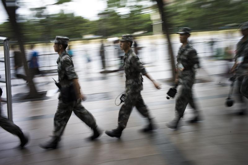 中共在軍隊建立巡視制度,設立專職巡視機構。圖為在天安門廣場巡邏的軍人。(FRED DUFOUR/AFP/Getty Images)