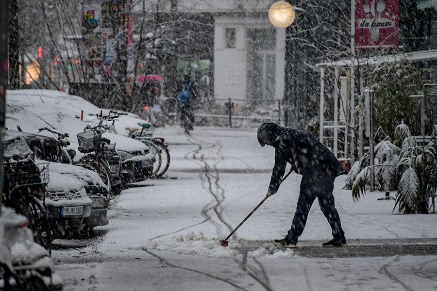 歐洲風暴「弗里德里克」(Friederike)進入德國後,破壞力又持續增強,為德國帶來嚴重的災情。(Axel Heimken/dpa/AFP)