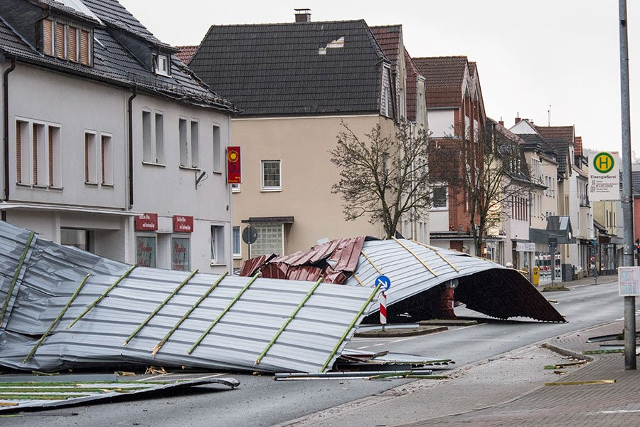 歐洲風暴「弗里德里克」(Friederike)進入德國後,破壞力又持續增強,為德國帶來嚴重的災情。(Robin UTRECHT/ANP/AFP)