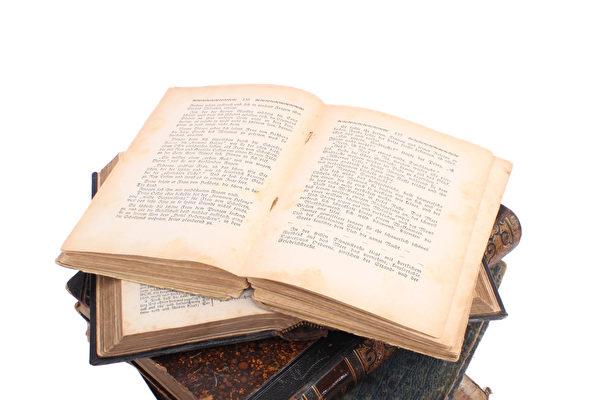土耳其男子巴伊泰米爾(Serhat Baytemur)收集舊書並設立圖書館,嘉惠鄰里鄉親。圖為一些舊書示意圖。(Fotolia)