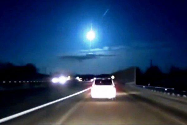 行車視頻記錄到流星爆炸的景象。(美國流星學會視頻截圖)