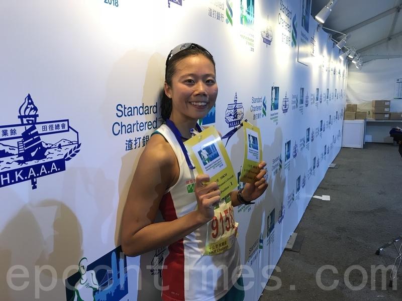 蔡欣妍以37分15秒奪得冠軍,她表示,對成績感到非常滿意,又認為天氣適中,有利自己表現。(王文君/大紀元)