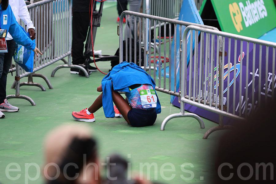 渣打馬拉松多名跑手不適送院 3人情況危殆