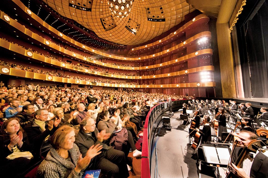2018年1月19日晚,神韻紐約藝術團在紐約林肯中心大衛寇克劇院的第十場演出,全場售罄加座。(戴兵/大紀元)