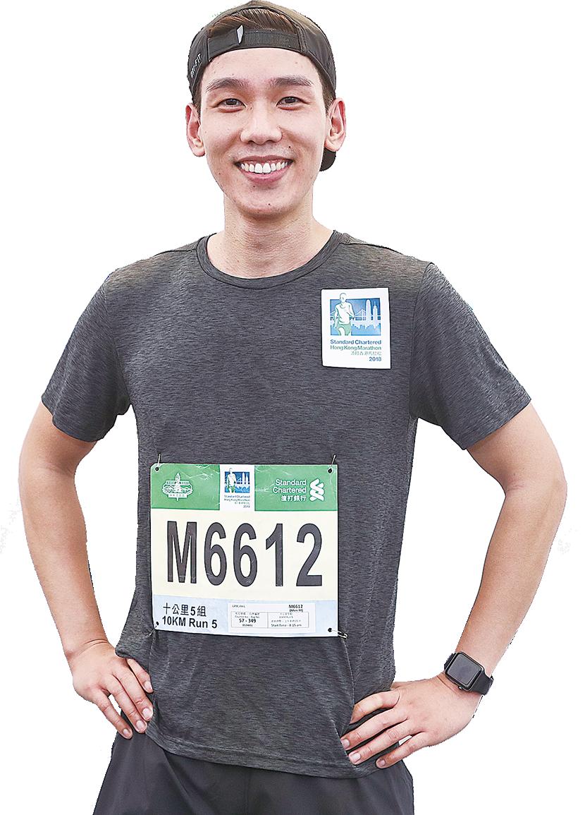 林奕匡(Phil)挑戰10公里賽程,最後以1小時零4分抵達終點。(余鋼/大紀元)