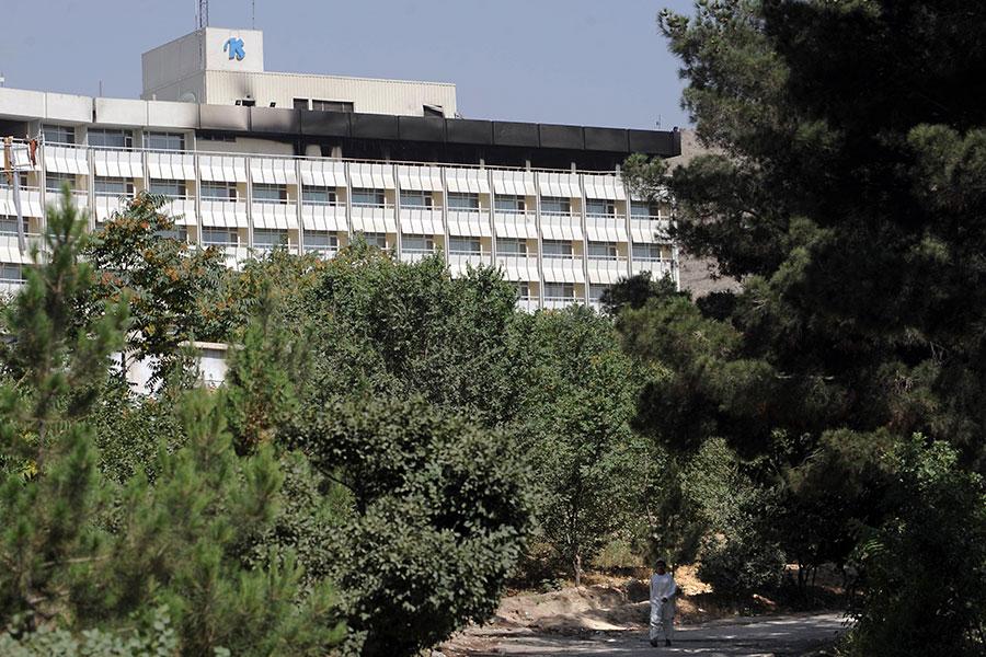 星期六(1月20日),至少四名武裝份子襲擊阿富汗首都喀布爾的一家洲際酒店,劫持人質。(AFP PHOTO/SHAH MARAI)