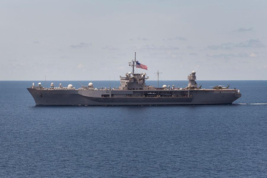 藍嶺號兩棲指揮艦是美國海軍海上綜合作戰指揮能力最強的戰艦,為第7艦隊的旗艦。(維基百科公有領域)