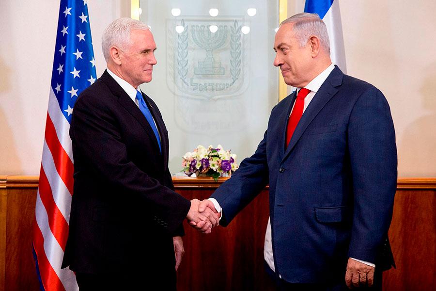 美國副總統彭斯(Mike Pence,左)1月22日宣佈,美國駐以色列大使館將於2019年從特拉維夫遷往耶路撒冷。(ARIEL SCHALIT/AFP/Getty Images)