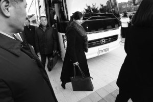 玄松月抵首爾 南韓民眾焚燒金正恩照片
