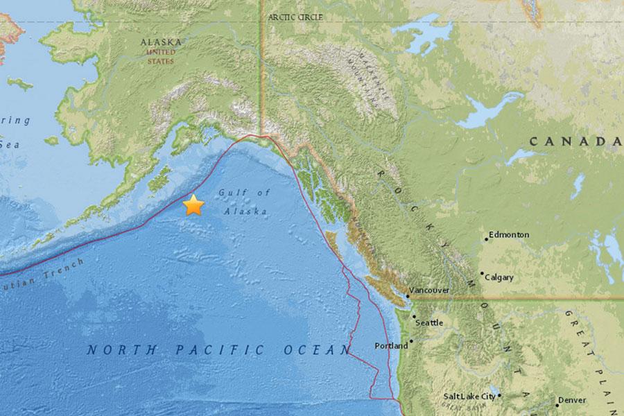 美國阿拉斯加州以南的阿拉斯加灣海域在本港時間今日下午5時31分發生一次7.9級猛烈地震。當局已發出海嘯警報。(USGS)