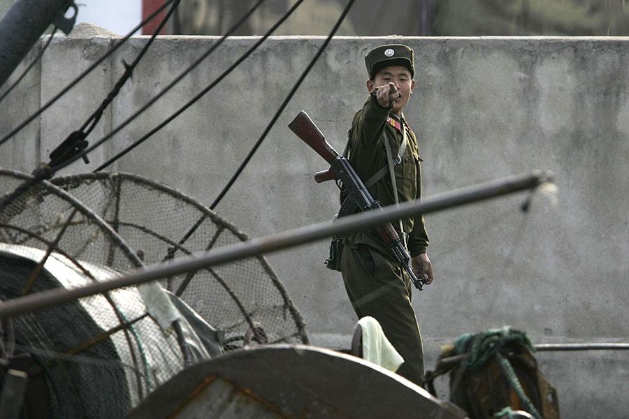 根據南韓媒體報道,北韓官員洗劫農民的家園,尋找食物餵養飢餓的軍隊,凸顯了金正恩政權和民眾之間的緊張關係上升。(Cancan Chu/GettyImages)