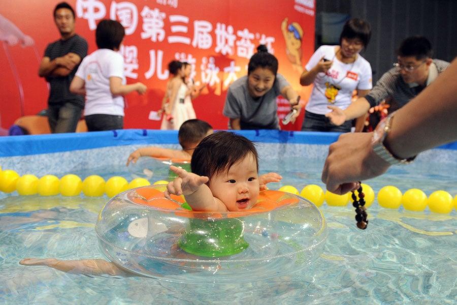 在政府部門大洗牌當中,中共周二(3月13日)宣佈打算取消「國家衛生計生委」的名號。(STR/AFP/Getty Images)
