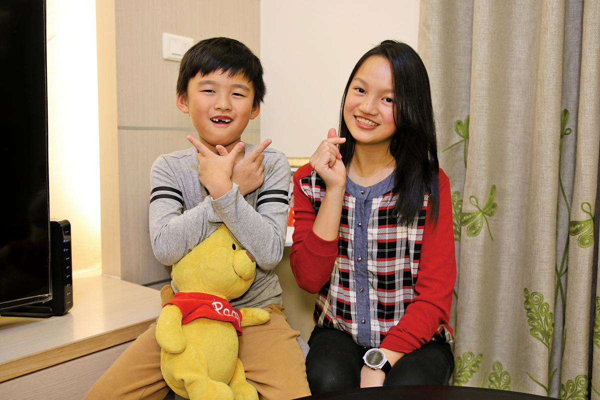 Vanessa(右)與Max。(陳仲明/大紀元)