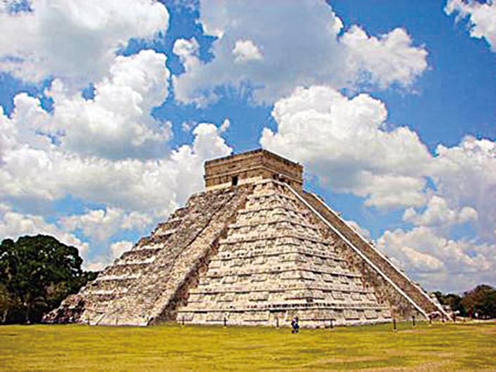 奇琴伊察古城中心的庫庫爾坎金字塔。(網絡圖片)