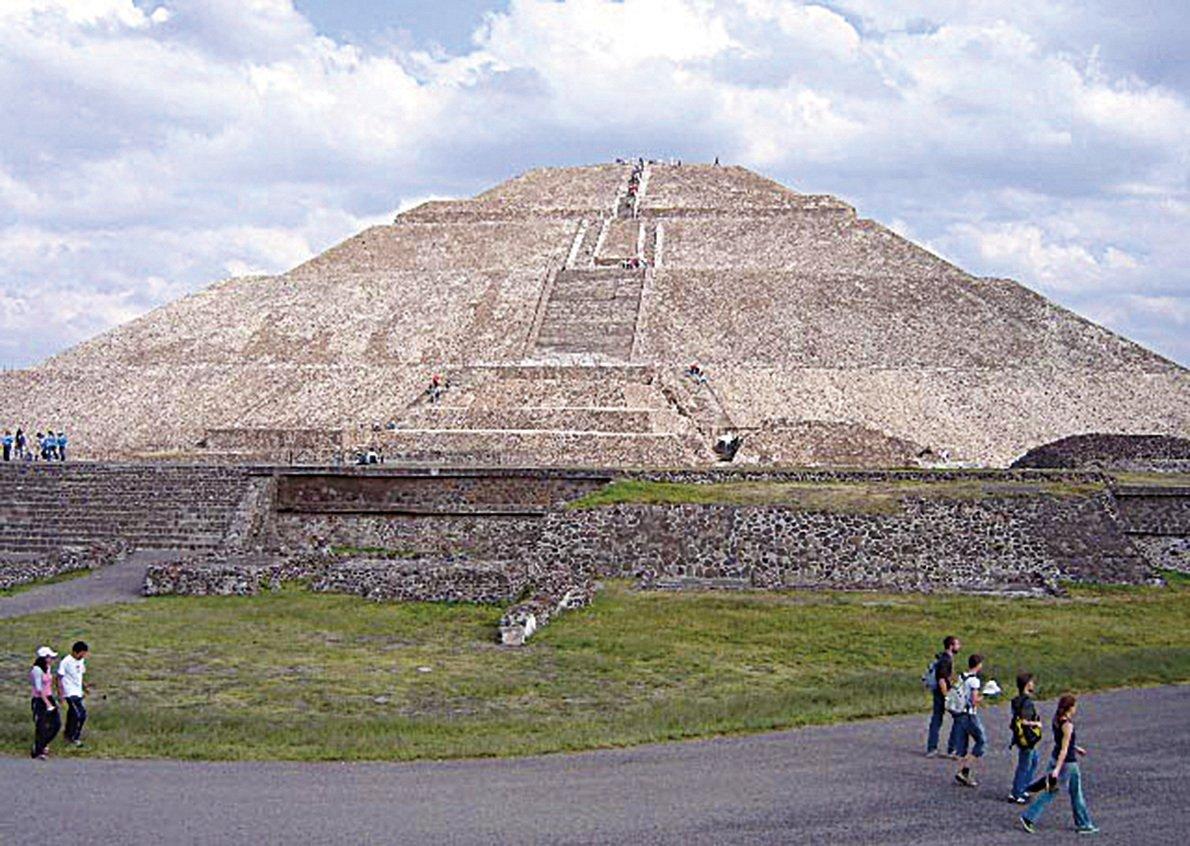 位於墨西哥中部古城特奧蒂瓦坎的太陽金字塔。(維基百科)