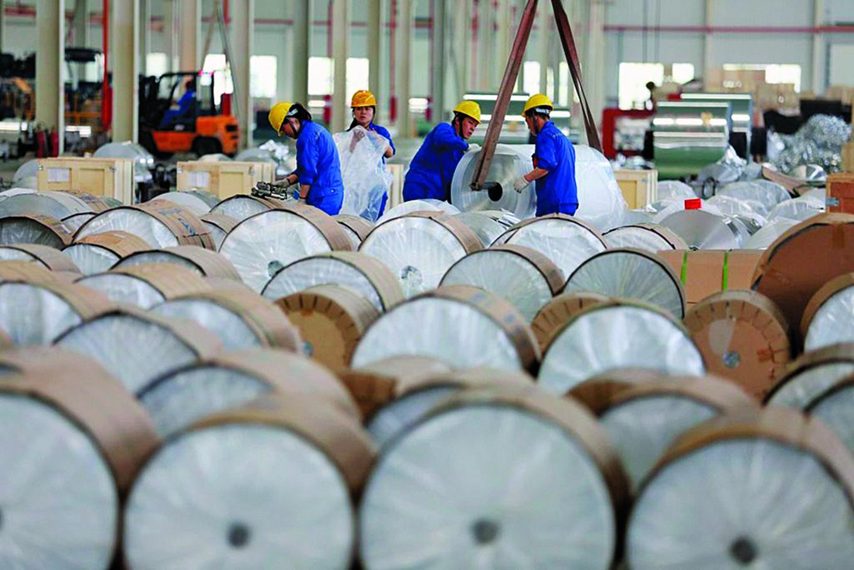 1月19日,商務部部長羅斯正式向總統特朗普遞交鋁製品對美國國家安全影響的調查報告。這距離11日遞交鋼鐵部門產品對美國國家安全影響的調查報告,只過去8天。(AFP/Getty Images)