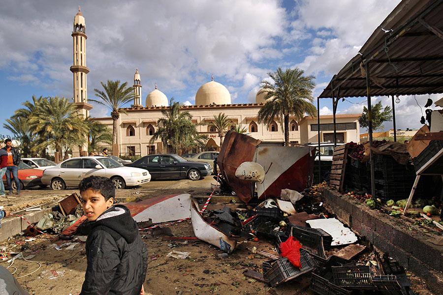 利比亞東部城市班加西(Benghazi)周二(1月23日)晚發生兩宗汽車炸彈爆炸襲擊事件,造成至少33人死亡、50人受傷。(ABDULLAH DOMA/AFP/Getty Images)