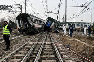 米蘭附近火車出軌 至少3死逾百人傷