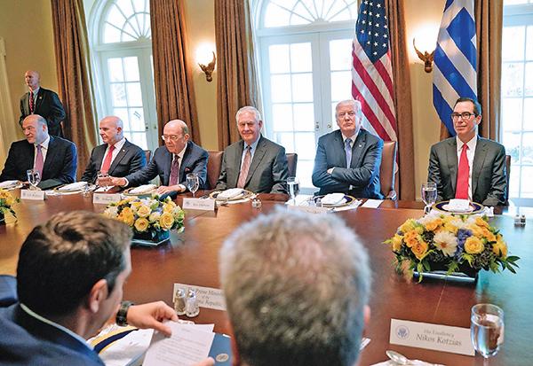 特朗普率強大代表團赴達沃斯