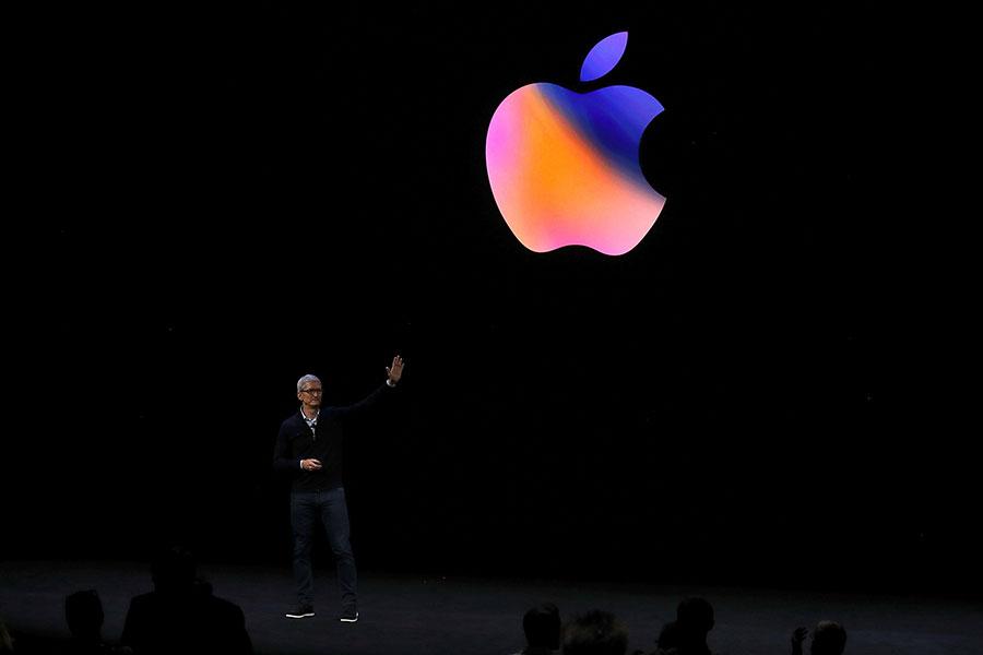蘋果公司最近配合中共的一個最新舉措,在中國註冊的Apple ID用戶的iCloud內容將被發送至雲上貴州大數據公司,由它管理。圖為蘋果行政總裁庫克。(Justin Sullivan/Getty Images)