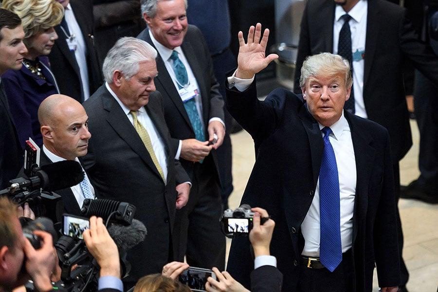 美國總統特朗普抵達瑞士達沃斯參加世界經濟論壇,周五,他將在論壇發表主題演講。(FABRICE COFFRINI/AFP/Getty Images)