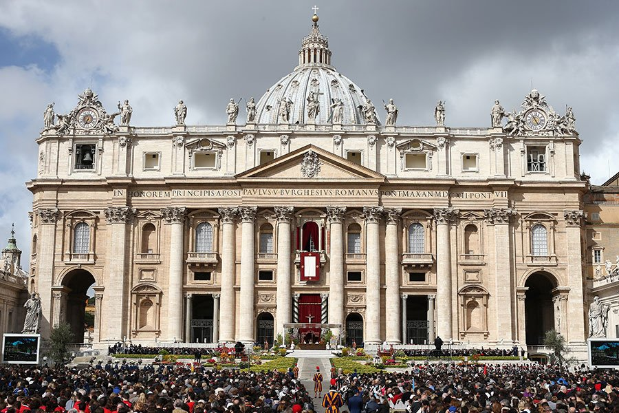 《米蘭晚郵報》2月18日報道,梵蒂岡即將在3月和中共簽署主教任命協議,距離教廷和中共建交更進一步。圖為梵蒂岡城的聖彼得大教堂。(Dan Kitwood/Getty Images)