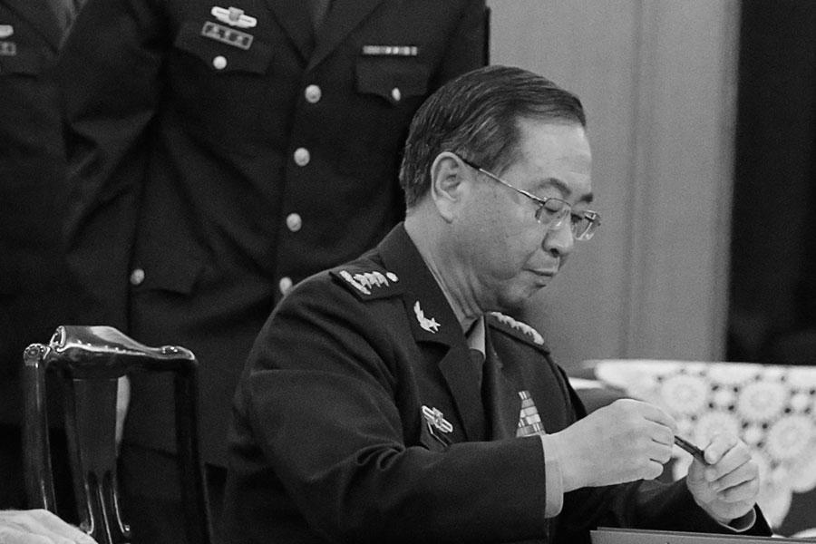 目前房峰輝已被軍事檢察院起訴,若以現有信息猜其量刑,不日宣判或步其老領導郭伯雄後塵,即上看無期徒刑。(THOMAS PETER/AFP/Getty Images)