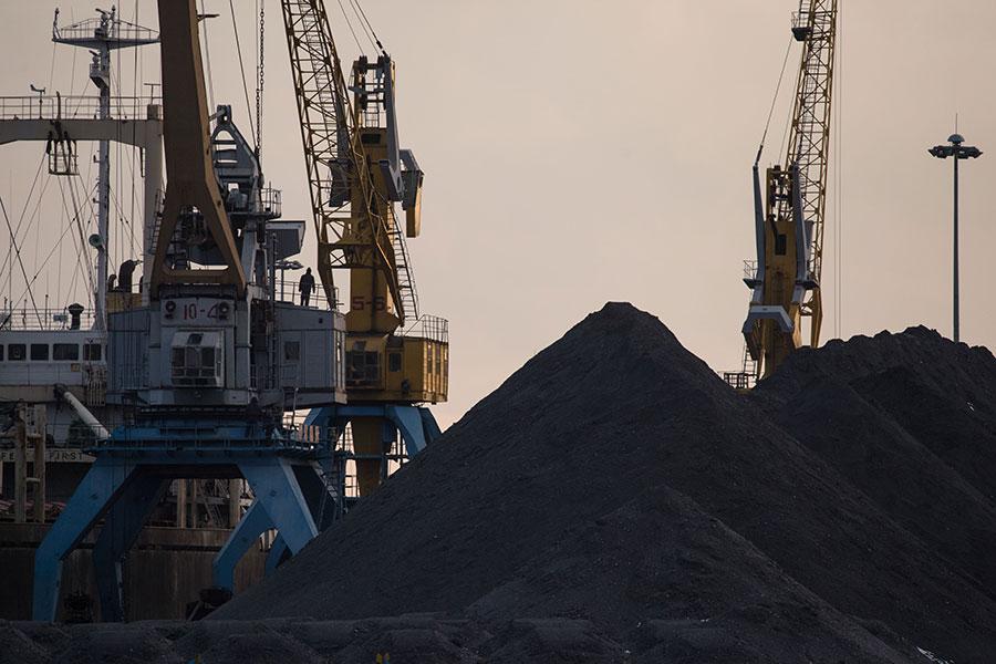 路透社引述三個歐洲情報來源報道,北韓去年向俄羅斯運輸煤炭,然後轉運給南韓和日本,這可能違反了聯合國制裁。(ED JONES/AFP/Getty Images)