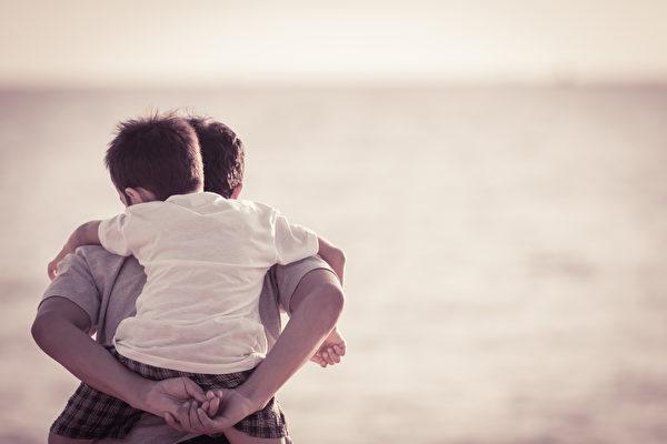 那沉默的父愛,其實一直都在。(Shutterstock)