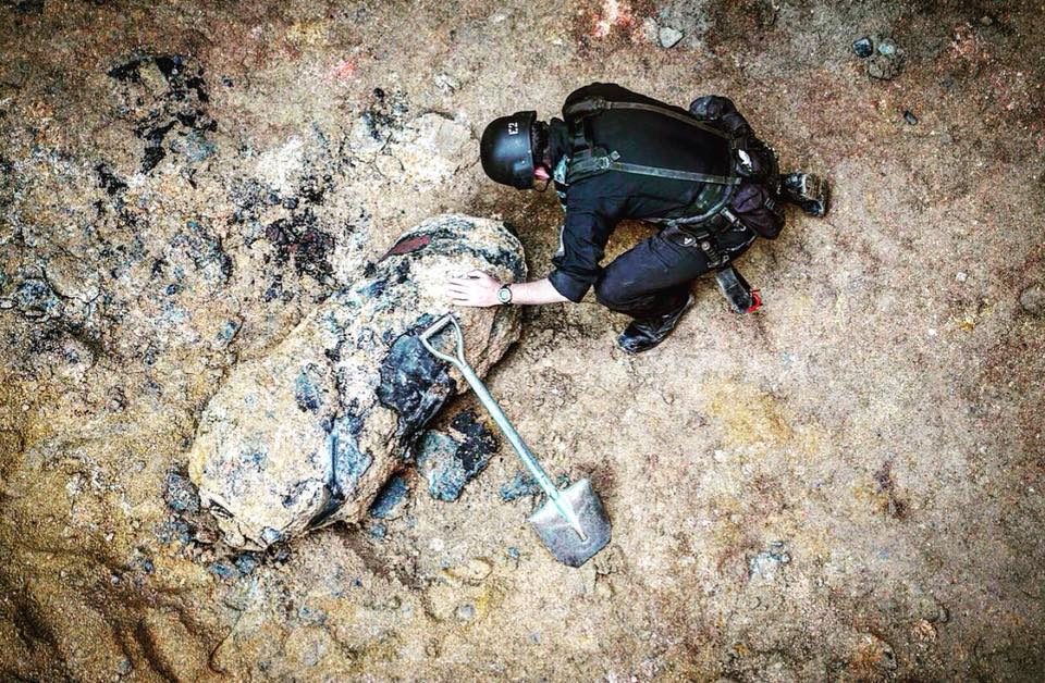 灣仔沙中綫地盤(會議道)今日發現懷疑空投彈。(香港警察提供)